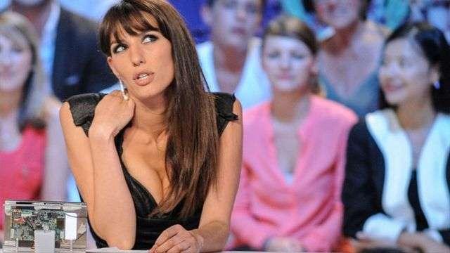 Presentadora se desnuda por clasificación de Francia al Mundial