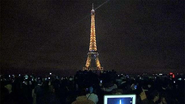 Fin de Año iluminado en la Torre Eiffel