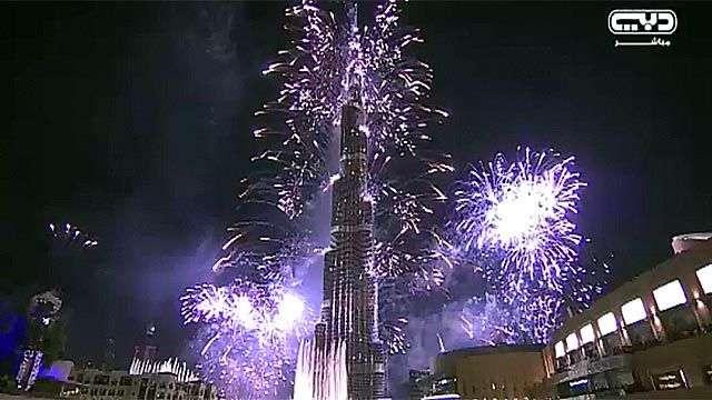 Dubai recibe 2014 con 400.000 fuegos artificiales