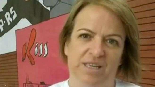 Mãe de vítima em Santa Maria diz que ainda coloca prato na mesa para filha