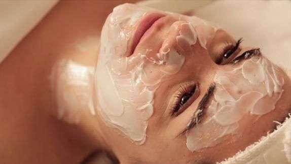 Máscara facial promete efeito Cinderela