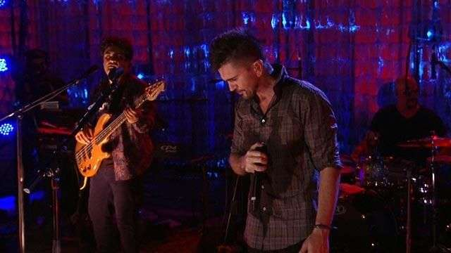 Juanes interpreta 'Corazón invisible' en Terra Live Music