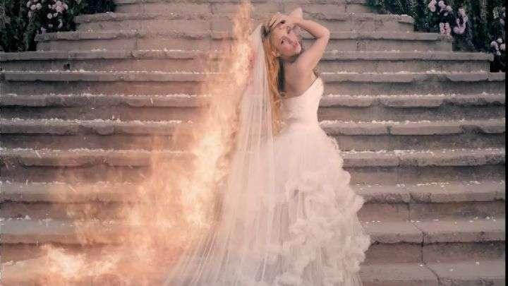 """Shakira arde en llamas en su video """"Empire"""""""