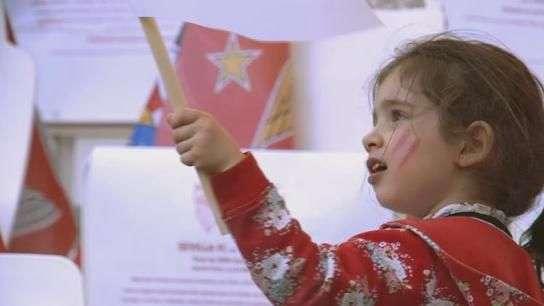 Mulheres e crianças dão charme à final da Liga Europa; veja