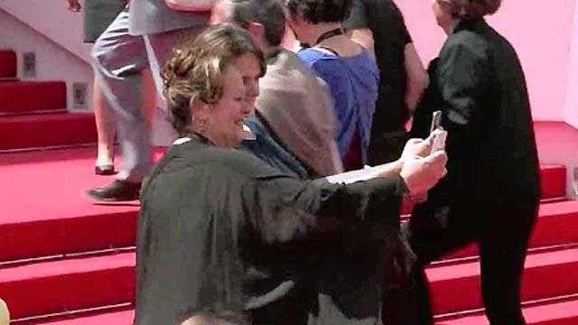 """La fiebre de los """"selfies"""" alcanza la alfombra roja de Cannes"""