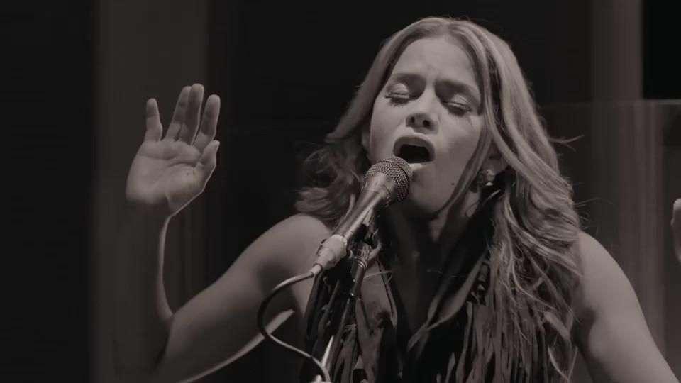 Music Video: Adriana Lucía, 'Cedro'