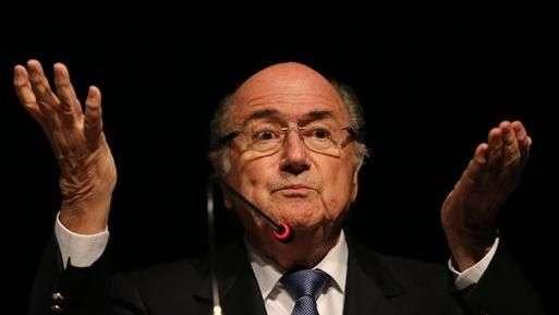 Blatter lamenta el castigo a Luis Suárez y espera que vuelva