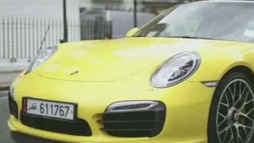 Milionários árabes desfilam supercarros de luxo em Londres