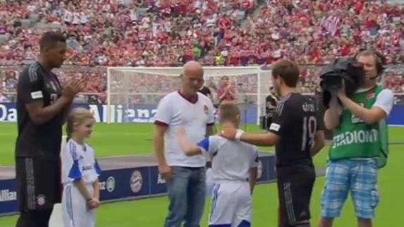 Torcida ovaciona Gotze e estrelas do Bayern de Munique