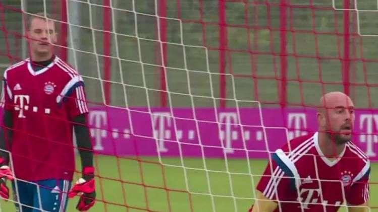"Neuer e Reina: ""muralhas"" do Bayern treinam debaixo de chuva"