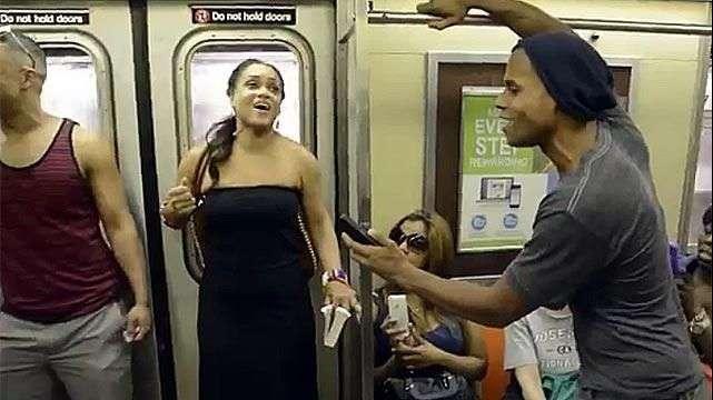 El elenco de El Rey León sorprende en el metro de Nueva York