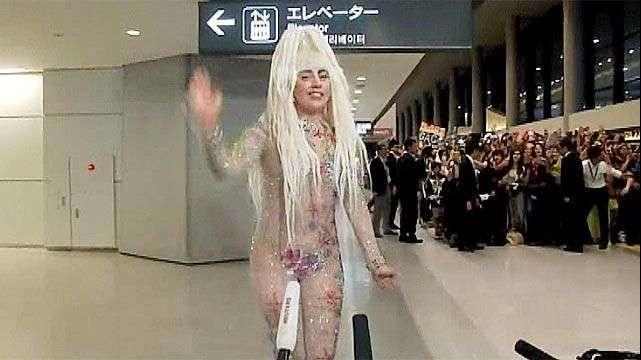 Lady Gaga llega a Japón y  sorprende con un look manga