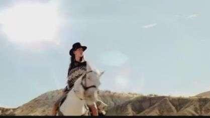 """David Guetta lança videoclipe do single """"Lovers On The Sun"""""""