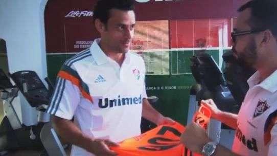 Fred completa 200 jogos e recebe homenagem do Fluminense