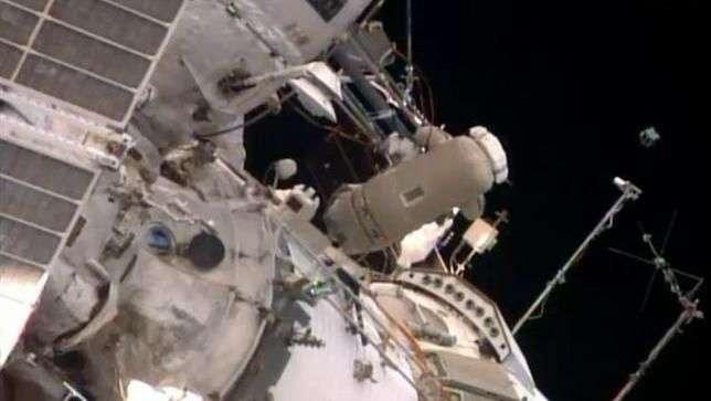 Astronautas ponen en órbita satélite peruano