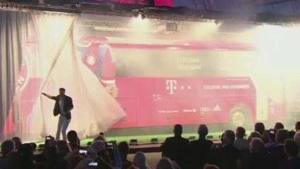 Com ilusionista, Bayern de Munique apresenta novo ônibus