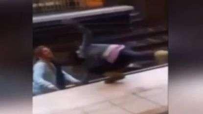 Pelea de borrachas termina con las dos en línea del tren