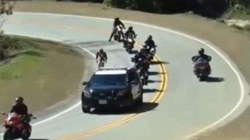 ¡Se pasó! Ciclista descortés genera taco en plena cuesta