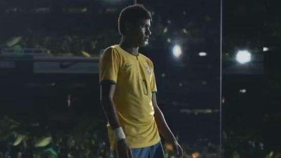 Neymar usa espelhos para enganar rivais em comercial