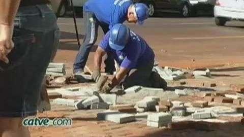 Moradores e comerciantes reclamam de obras da Sanepar