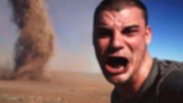 Jovem garante ter feito selfie ao lado de tornado e publica vídeo