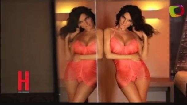 Mariana Ríos seduce con el corazón pero en lencería