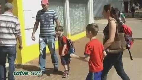 """Operação """"Pé na Faixa"""" é realizada na Escola Gladis Maria Tibola"""