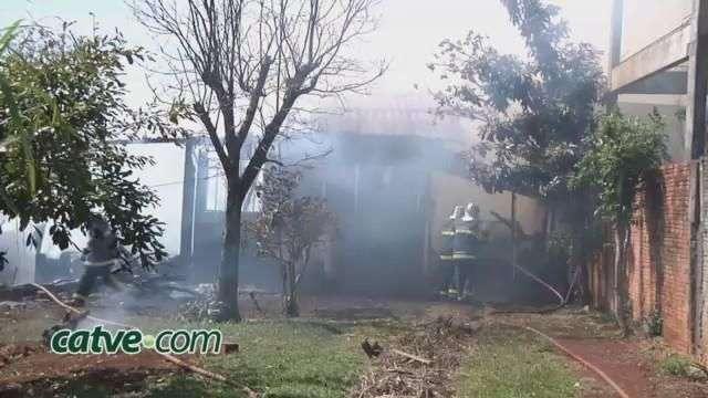Incêndio destrói residência no bairro Faculdade