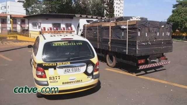 Polícia Rodoviária Estadual apreende caminhão carregado com cigarros