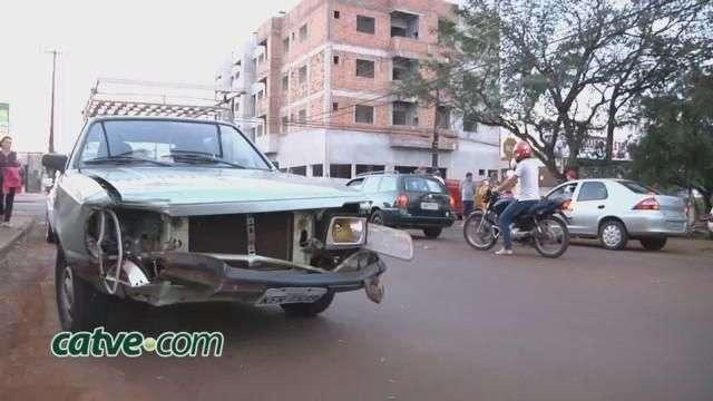 Carro e moto batem no São Cristóvão