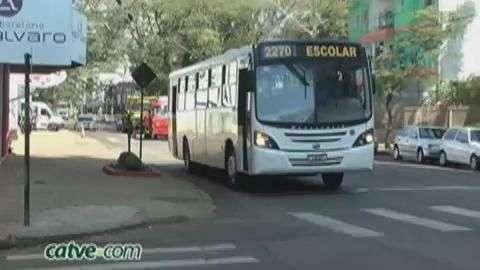 Mais um dia de trânsito complicado na Escola Gladis Maria Tibola
