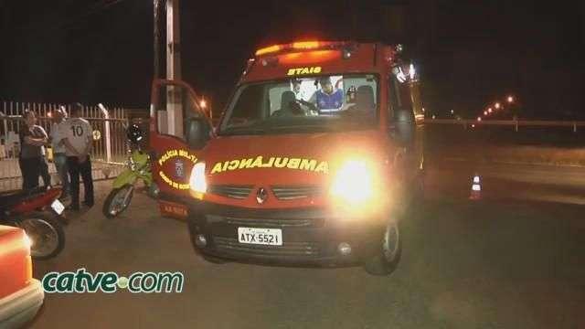 Motociclista fica ferido em acidente na marginal da BR 277
