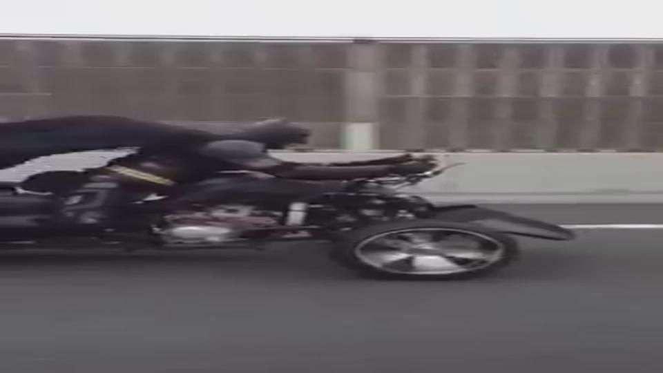 Video: Batman fue grabado en su moto