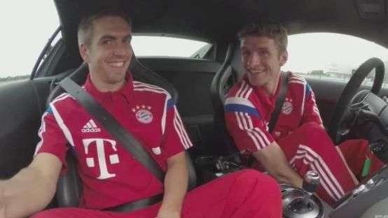 Mal no volante? Elenco do Bayern faz teste de direção segura