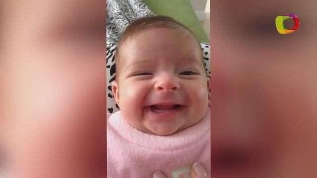 Bebê sorri ao ouvir mãe cantar música do Palmeiras
