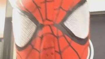 """Na web, Anderson Silva se fantasia de """"Homem-Aranha"""" e dança"""