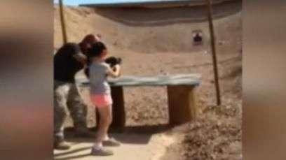 Niña mata por accidente a su instructor de tiro en EE.UU.