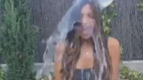 Mulher de Casillas é mais uma a ficar molhada por boa causa