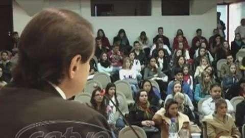 Encontro realizado em Cascavel debate sobre Programa Mais Médicos