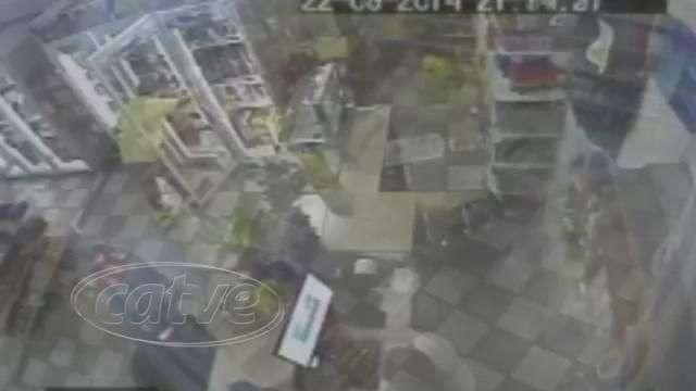 Câmeras gravam ação de bandidos em posto de combustível de Marechal