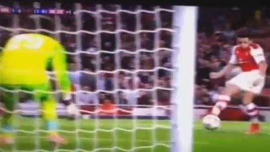 Alexis marca su primer gol por el Arsenal en Champions