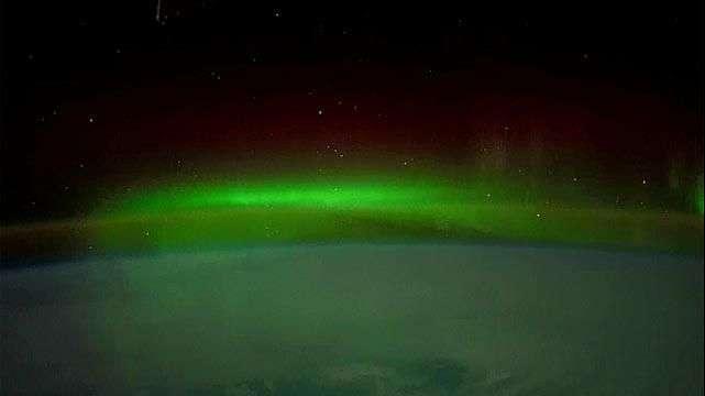 La espectacular aurora austral captada desde el espacio