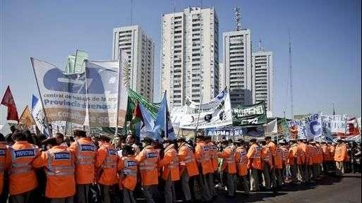 Sindicatos opositores de Argentina inician huelga de 36 horas