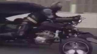 """Motorista flagra """"Batman"""" dirigindo Batmóvel em rodovia"""