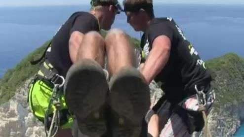 Poloneses apresentam versão mais radical do 'bungee jumping'