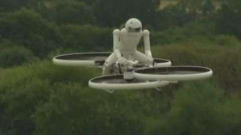 Drone que carrega uma pessoa é testado na Inglaterra