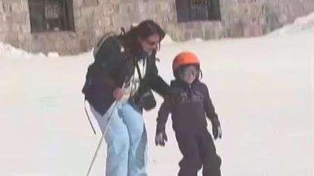 Niños afectados por mega incendio se emocionan en la nieve