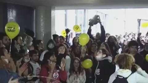 Polícia usa spray de pimenta e prende estudante da UFPR em confusão