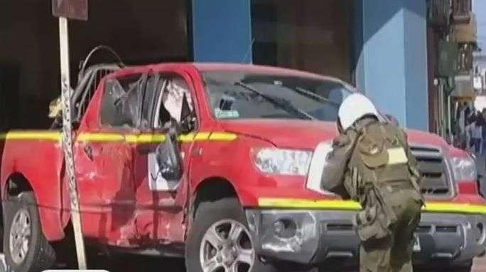 Antofagasta: camioneta queda incrustada en acceso a tribunal
