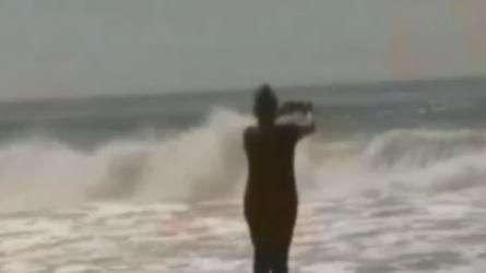 Furacão provoca 'super ondas' e assusta moradores